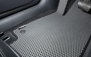 Плюсы и минусы использования резиновых ковриков в автомобиле