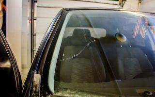 Причины повреждения автостекол в москве